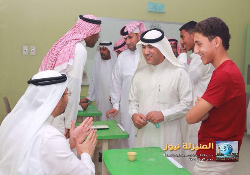 السعودية الثانوية تكرم بعض منسوبي المدرسة