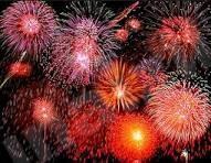 الألعاب النارية تزين سماء المنيزلة