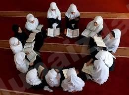 """13 فتاة يتنافسن لحفظ سورة """"مريم"""""""