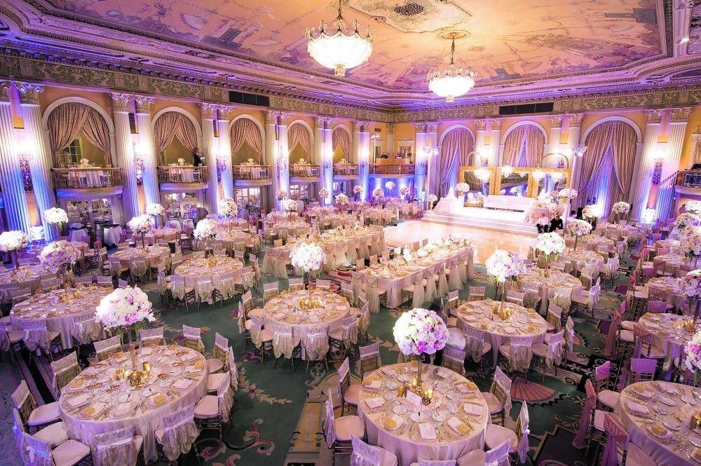 المهور وحفلات البذخ .. قيود تكبل المقبلين على الزواج إلى جانب التكاليف الباهظة ليوم الزفاف