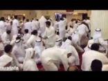 """مقطع فيديو جديد يظهر ردود أفعال المصلين في """"مسجد العنود"""" لحظة الانفجار"""
