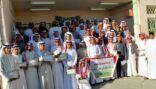 السعودية الثانوية بالمنيزلة تكرم طلابها المتفوقين
