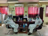 «اللجنة الأهلية» تواصل جهودها في زيارة مدارس المنيزلة
