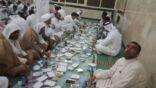 بالصور : جامع الإمام الرضا يُقيم مائدةً للإفطار