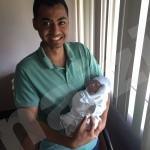 """بالصور… """"حيدر"""".. الطفل الذي نزف بين يدي والده حتى """"مات"""""""