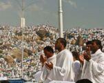 وفود الحجاج الى بيت الله وصعيد عرفات الجمعة المقبل .